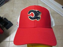 """CALGARY FLAMES """"CCM"""" TRUCKERS SNAPBACK HAT NWT RED & WHITE M"""